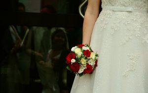 przygotowania panny młodej do wesela